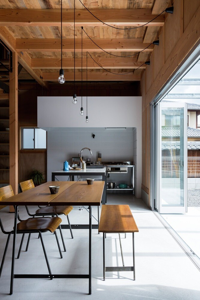 New house designed to look like a renovated warehouse (9)