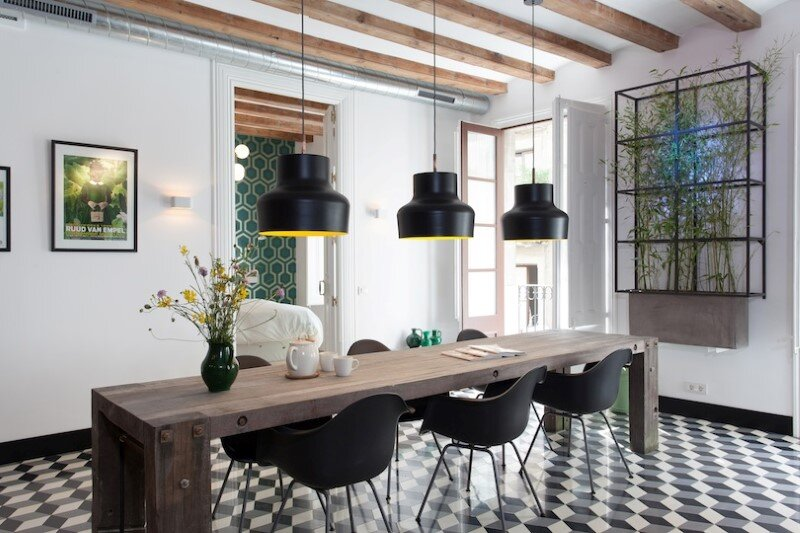 Refurbished apartment in Barcelona with emphasizing the authentic Spanish features (10)