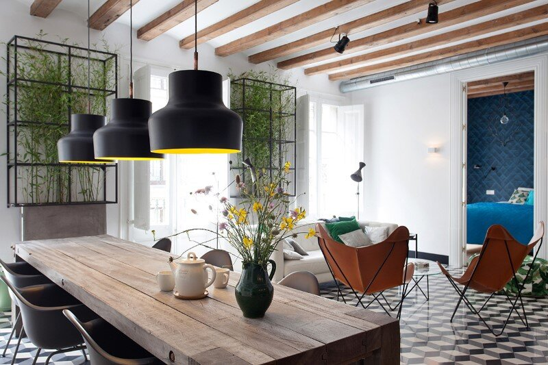 Refurbished apartment in Barcelona with emphasizing the authentic Spanish features (2)