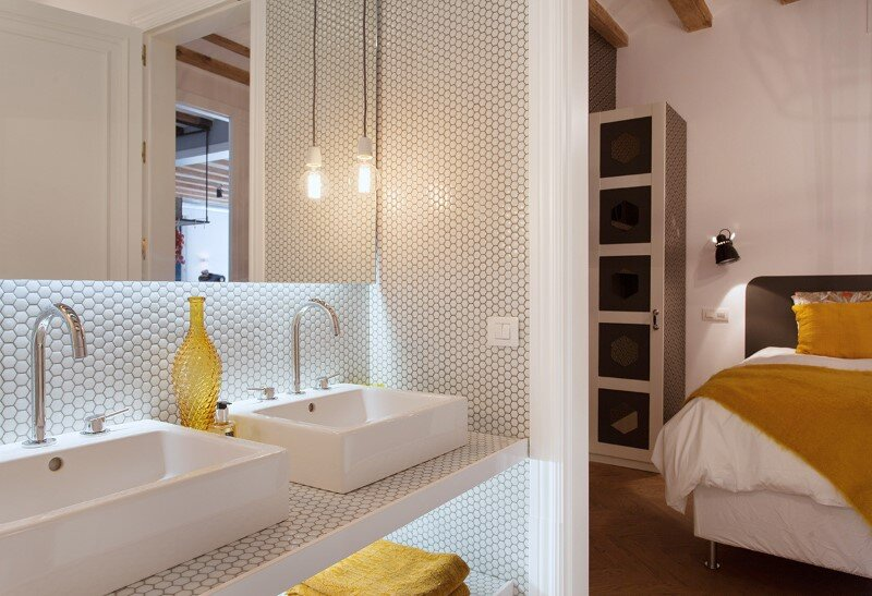 Renovated apartment in Barcelona with emphasizing the authentic Spanish features (5)