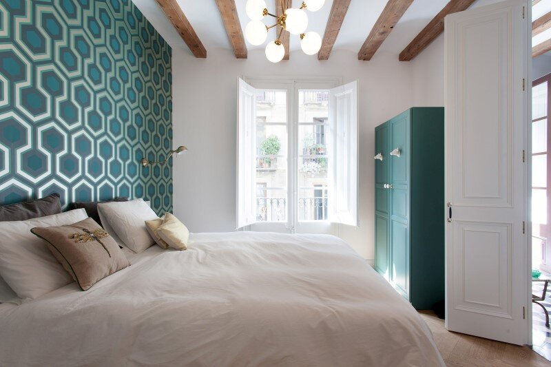 Refurbished apartment in Barcelona with emphasizing the authentic Spanish features (6)