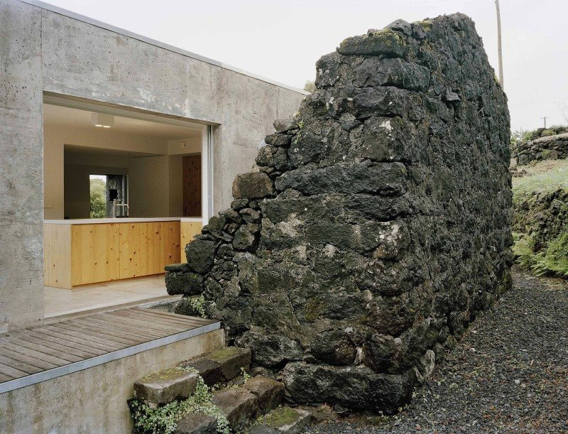 SAMI Arquitectos have transformed a ruin into a holiday home (1) (Custom)