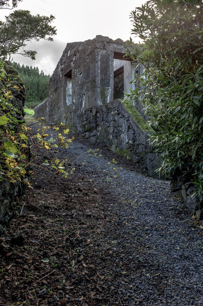 SAMI Arquitectos have transformed some ruined walls into a holiday home (10)