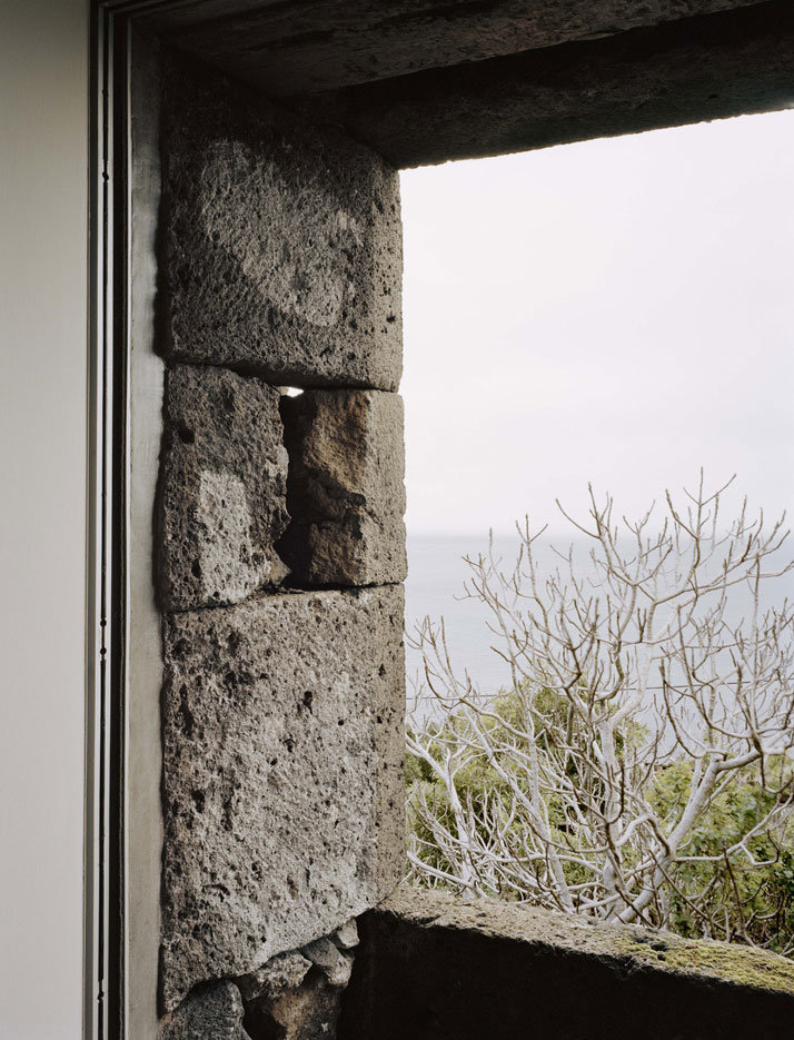 SAMI Arquitectos have transformed some ruined walls into a holiday home (4)