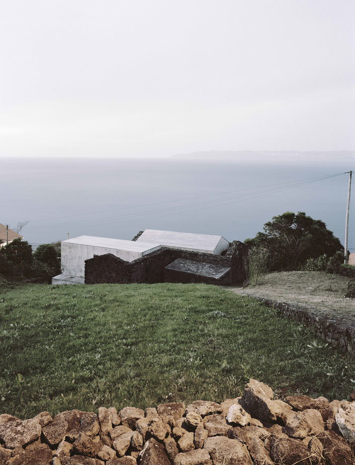 SAMI Arquitectos have transformed some ruined walls into a holiday home (5)