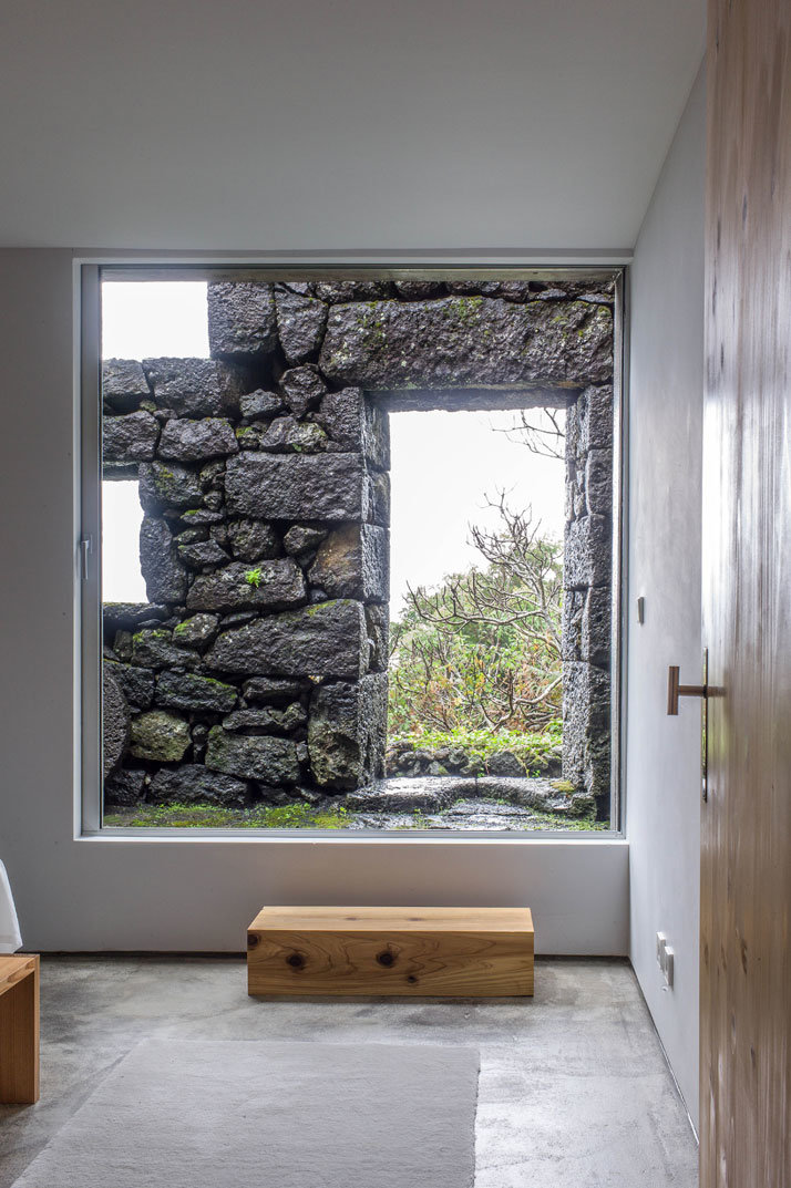 SAMI Arquitectos have transformed some ruined walls into a holiday home (6)