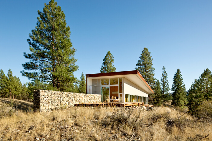 Sustainable Hill Home - a big presence in a big landscape (17)