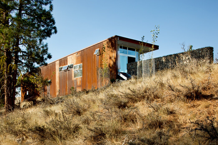 Sustainable Hill Home - a big presence in a big landscape (4)