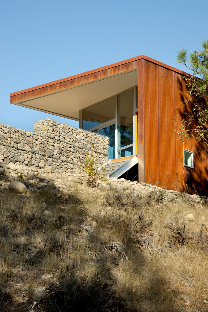 Sustainable Hill Home - a big presence in a big landscape (5)