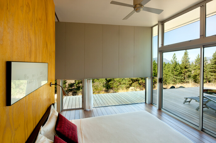 Sustainable Hill House - a big presence in a big landscape (10)