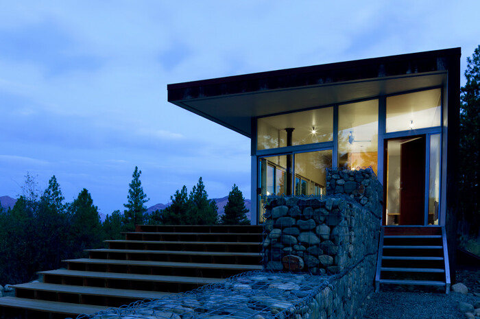 Sustainable Hill House - a big presence in a big landscape (17)