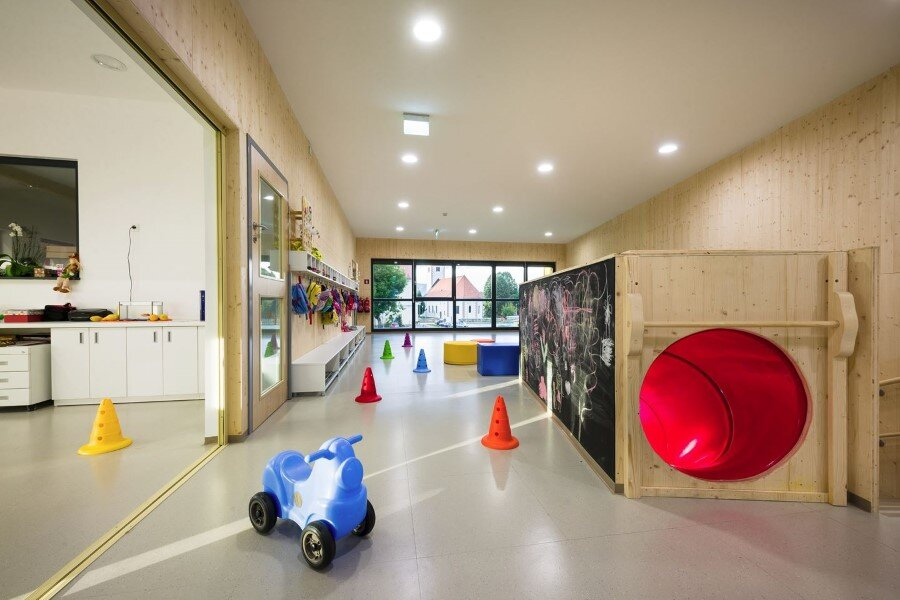 Šmartno Timeshare Kindergarten - Spaces Combined into one Learning Landscape (16)