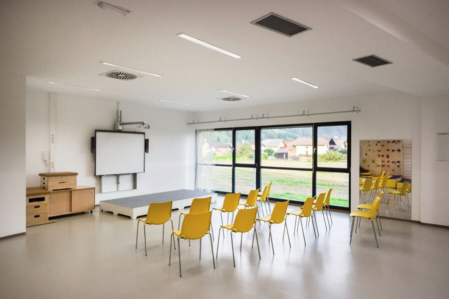 Šmartno Timeshare Kindergarten - Spaces Combined into one Learning Landscape (21)