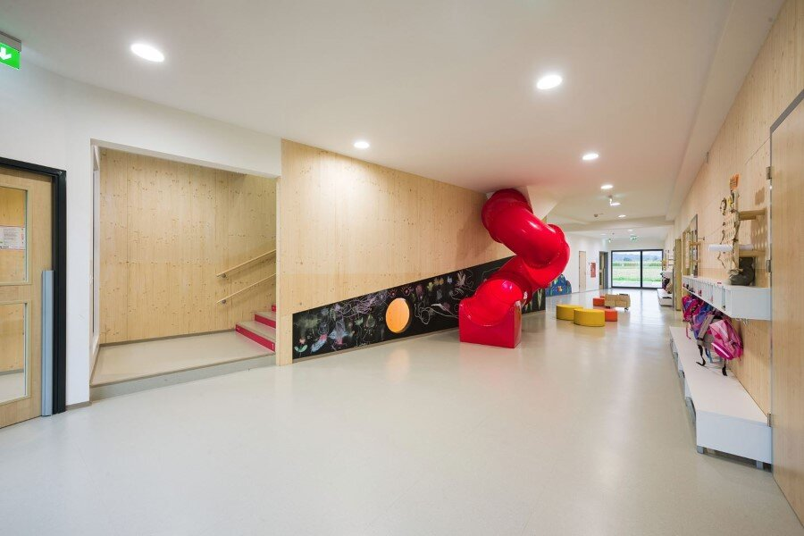 Šmartno Timeshare Kindergarten - Spaces Combined into one Learning Landscape (5)