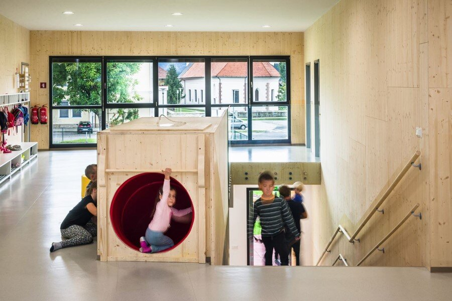Šmartno Timeshare Kindergarten - Spaces Combined into one Learning Landscape (9)
