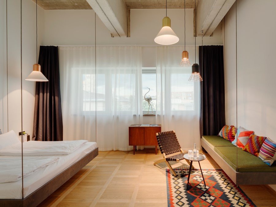 1970 Industrial Building Transformed into a Hotel in Munich (25)