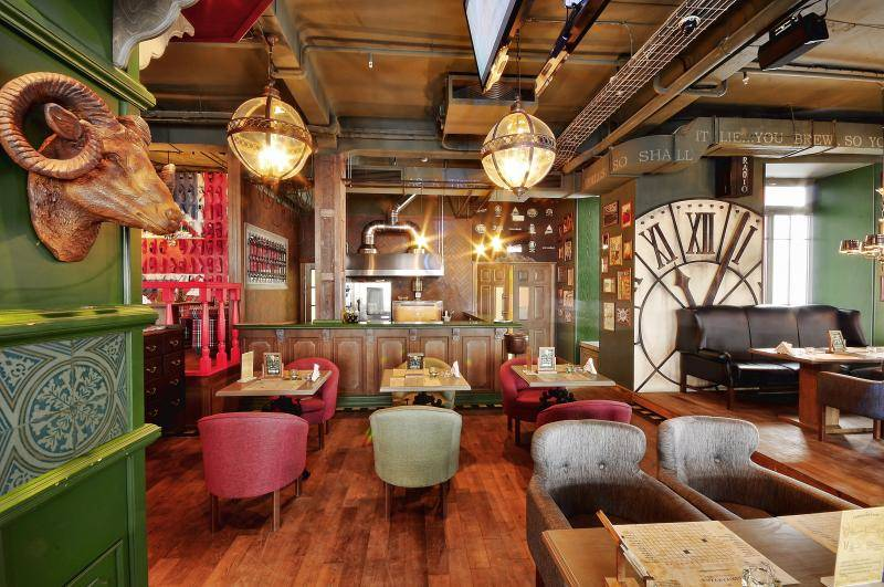 Avant-garde Restaurant Fabrikakuhni by AllartsDesign