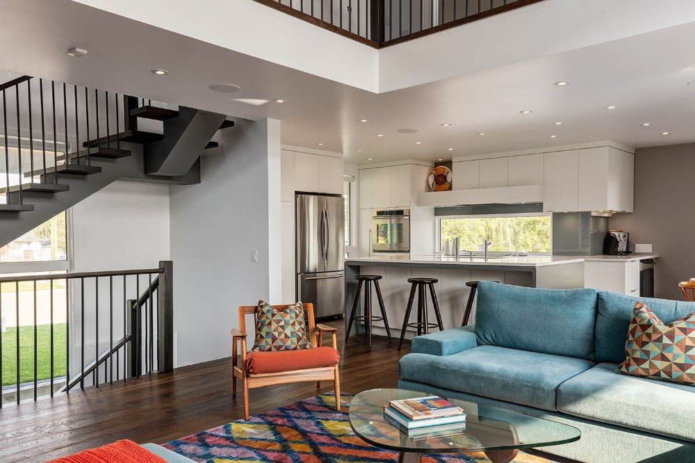 Beautiful Two -Storey Home for a Family of Five, Calgary (6)