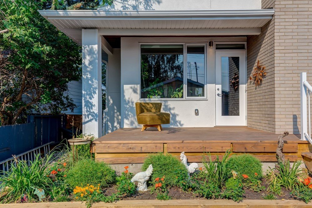Beautiful 2-Storey Home for a Family of Five, Calgary (8)