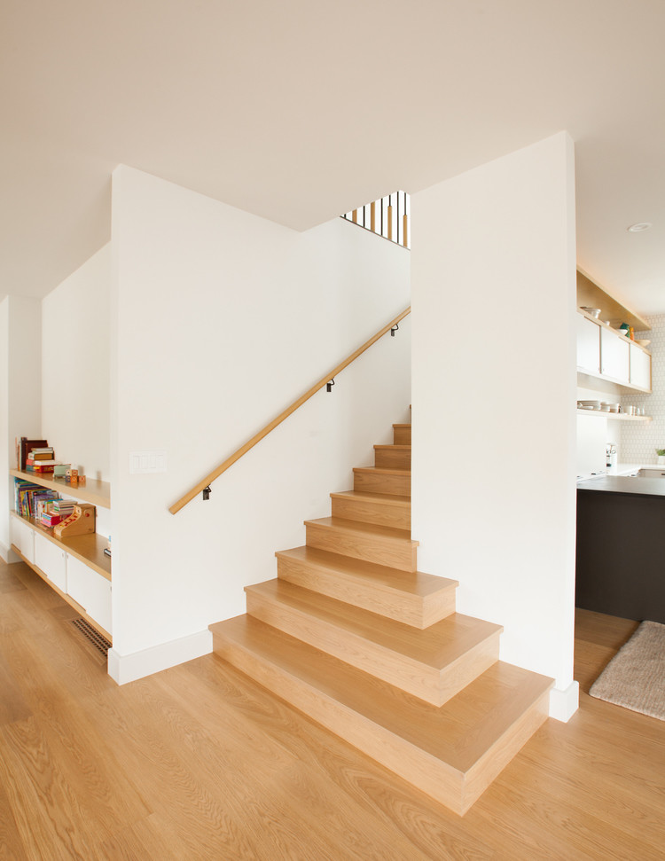 Complete renovation of a two-story 1915 bungalow in Oakland, California (10)