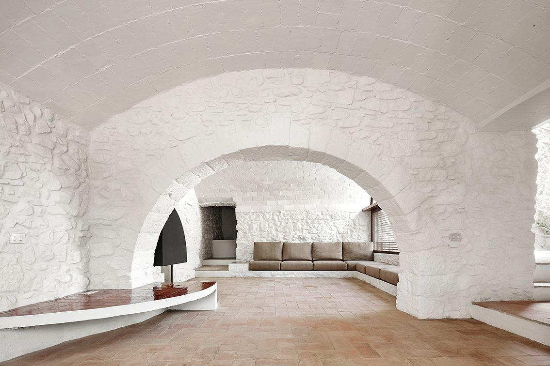 G Arquitectura has completed the rehabilitation of a farmhouse, located in Empordà, Girona, Spain (11)