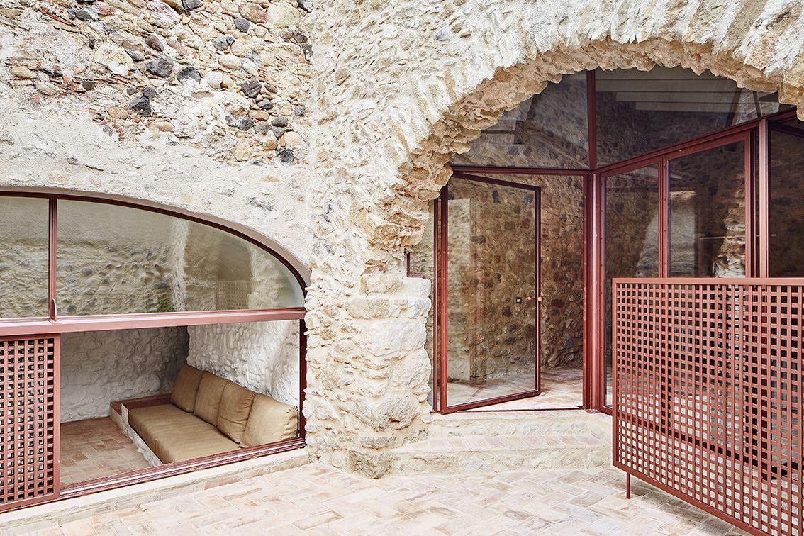 G Arquitectura has completed the rehabilitation of a farmhouse, located in Empordà, Girona, Spain (12)