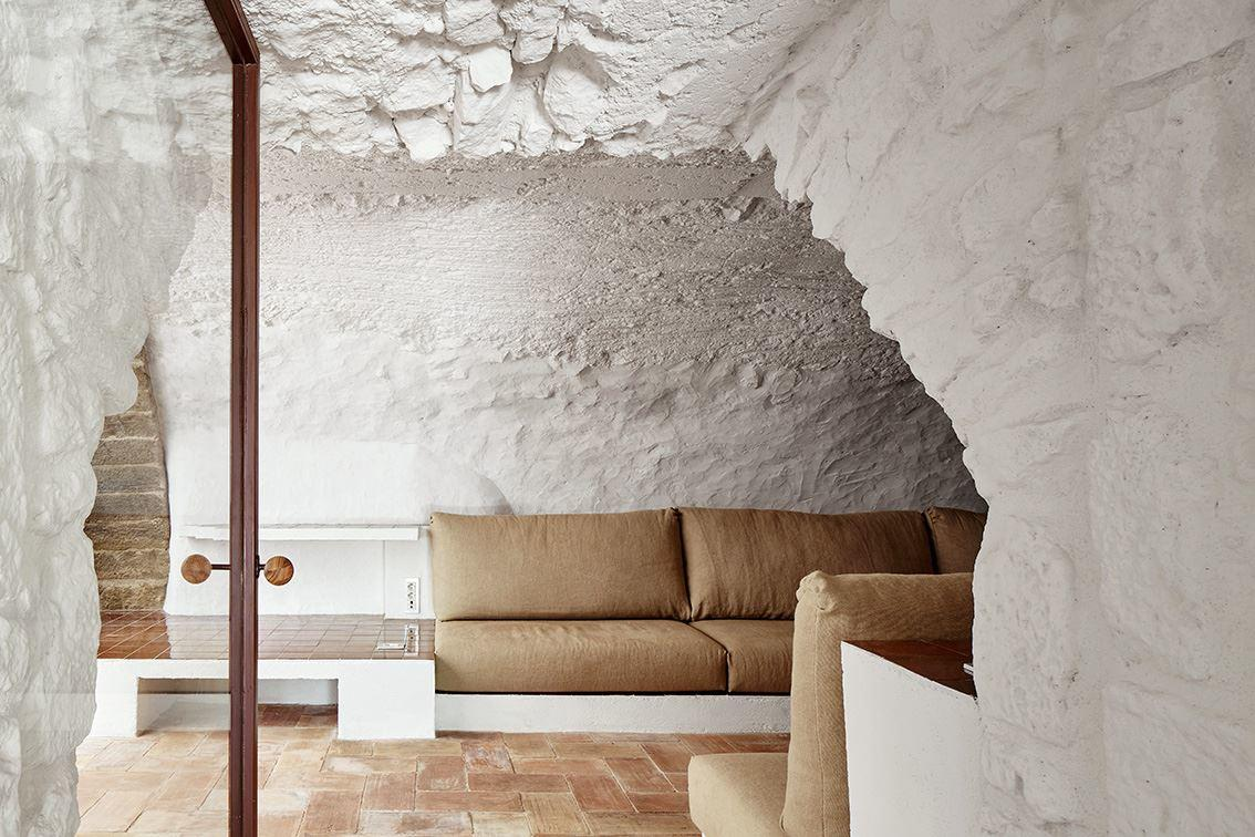 G Arquitectura has completed the rehabilitation of a farmhouse, located in Empordà, Girona, Spain (13)