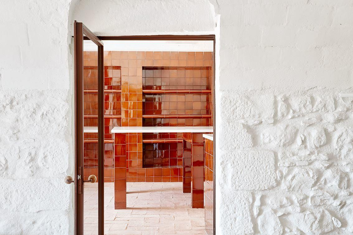 G Arquitectura has completed the rehabilitation of a farmhouse, located in Empordà, Girona, Spain (5)