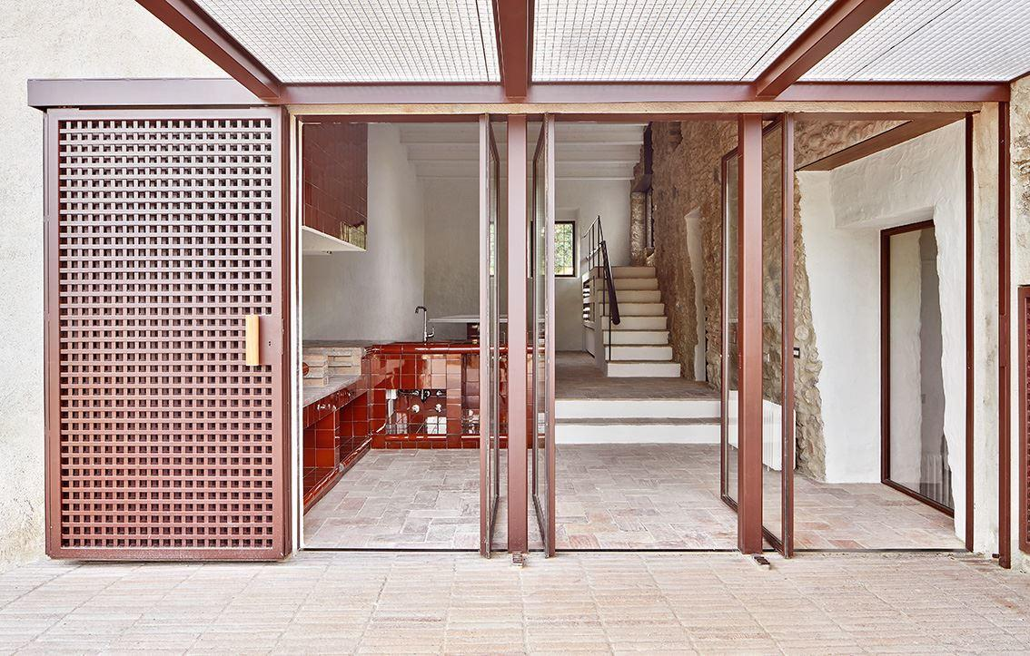 G Arquitectura has completed the rehabilitation of a farmhouse, located in Empordà, Girona, Spain (6)