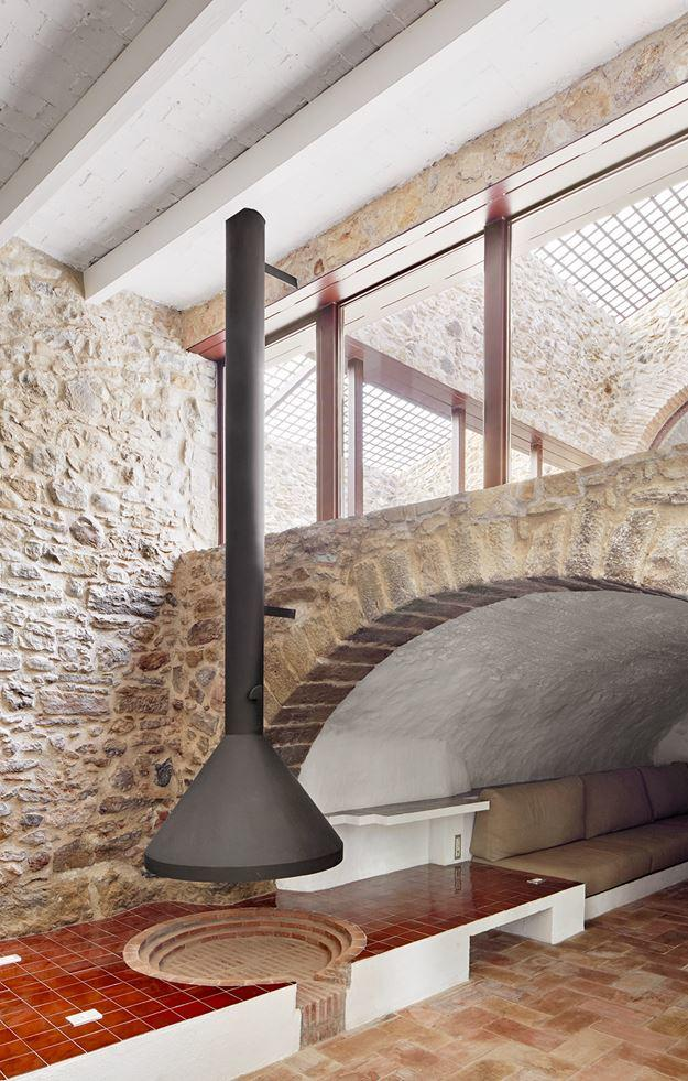 G Arquitectura has completed the rehabilitation of a farmhouse, located in Empordà, Girona, Spain (9)