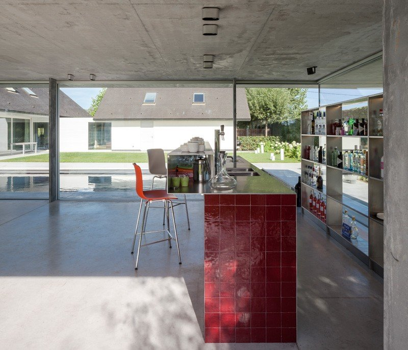 Glass And Concrete Pool House In Belgium (18)