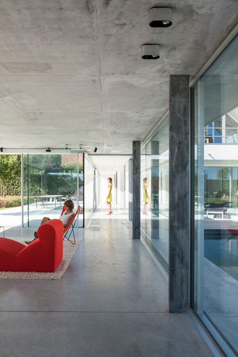 Glass And Concrete PoolHouse In Belgium (10)