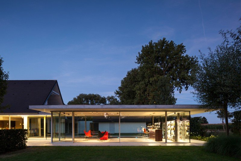 Glass And Concrete PoolHouse In Belgium (5)