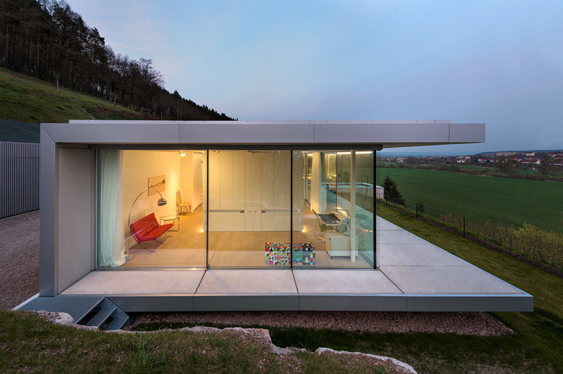 Innovative Sustainable Villa Built from Glass, Steel and Concrete (10)