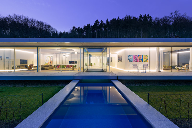 Innovative Sustainable Villa Built from Glass, Steel and Concrete (11)