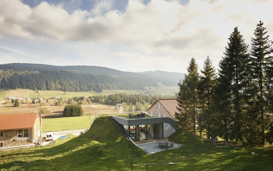 Jura House Blends into the Surrounding Hill  (5)