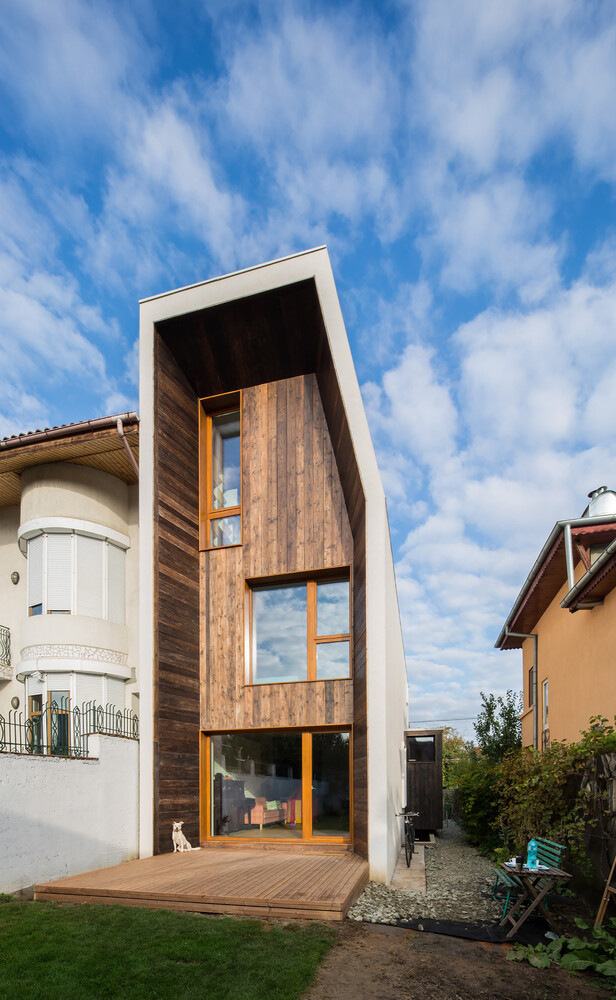Lama House Has A Long And Narrow Shape