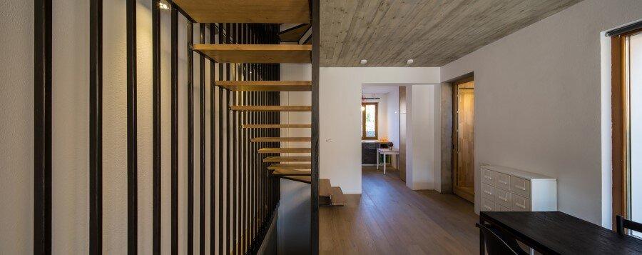Lama House Has a Long and Narrow Shape (3)