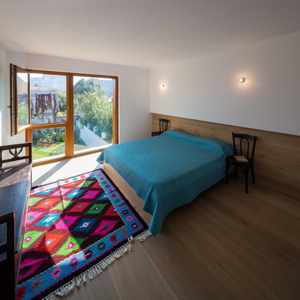 Lama House Has a Long and Narrow Shape (4)