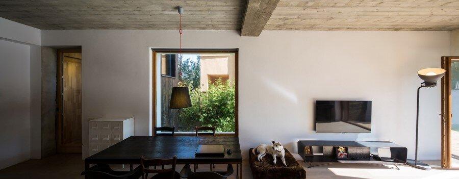Lama House Has a Long and Narrow Shape (6)