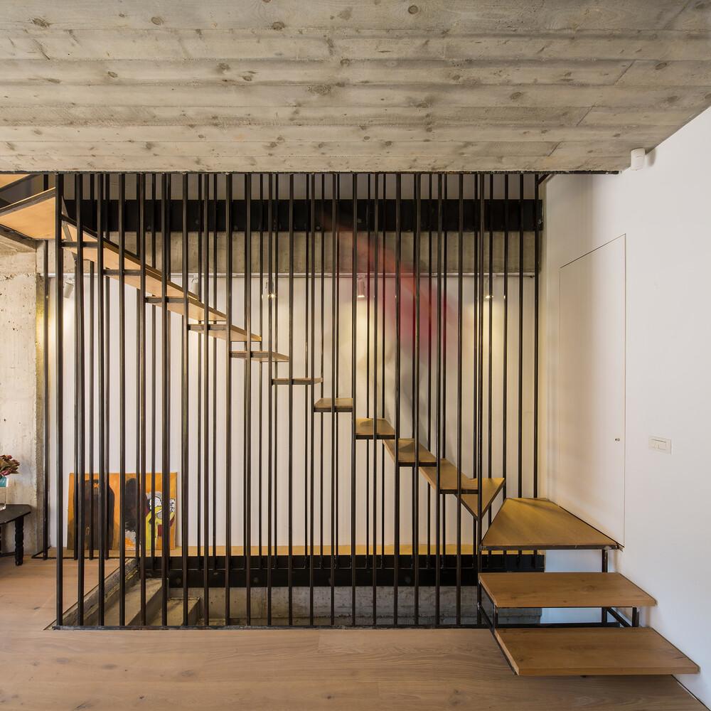 Lama House Has a Long and Narrow Shape (7)