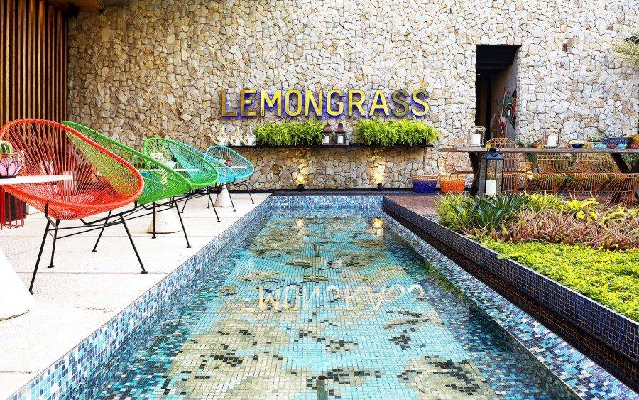 Lemongrass Restaurant Has a Modern Tropical Architecture (10)
