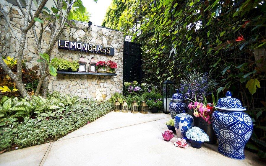 Lemongrass Restaurant Has a Modern Tropical Architecture (11)