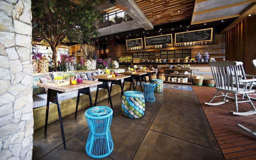 Lemongrass Restaurant Has a Modern Tropical Architecture (13)