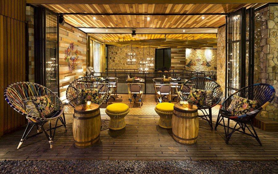 Lemongrass Restaurant Has a Modern Tropical Architecture (15)