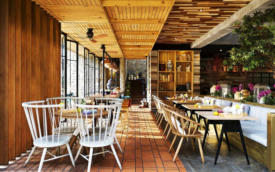 Lemongrass Restaurant Has a Modern Tropical Architecture (19)