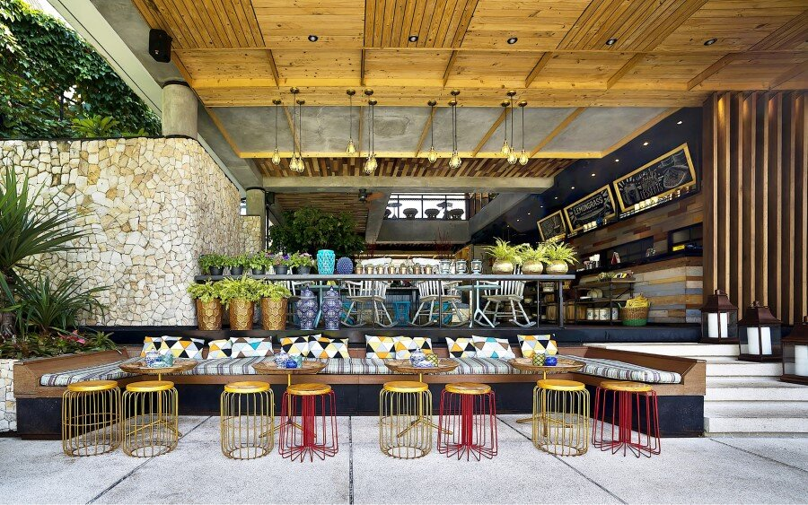 Lemongrass Restaurant Has a Modern Tropical Architecture (20)