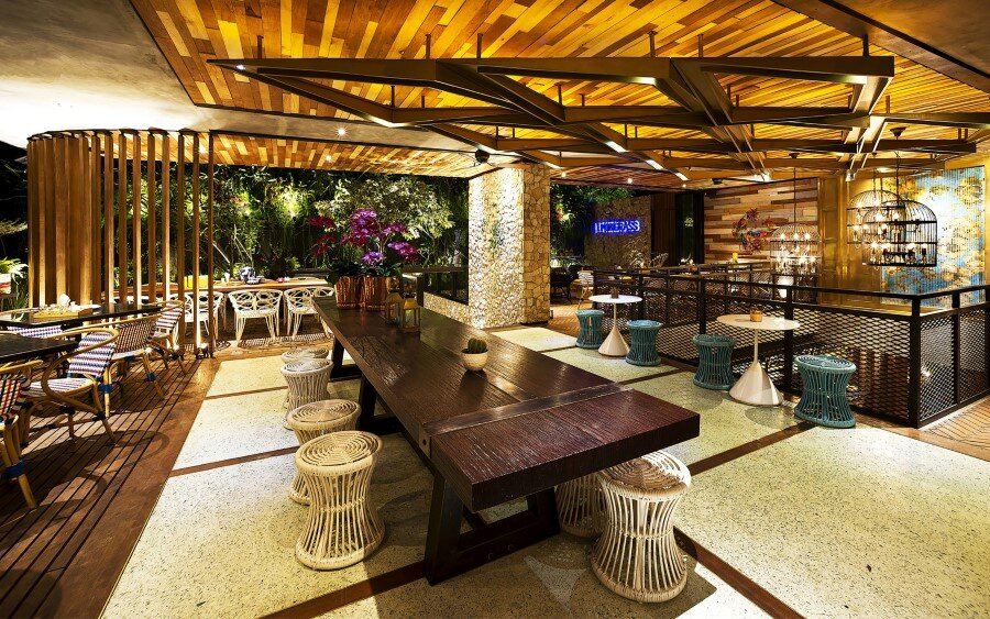 Lemongrass Restaurant Has a Modern Tropical Architecture (24)