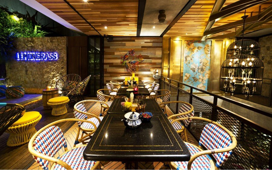 Lemongrass Restaurant Has a Modern Tropical Architecture (28)