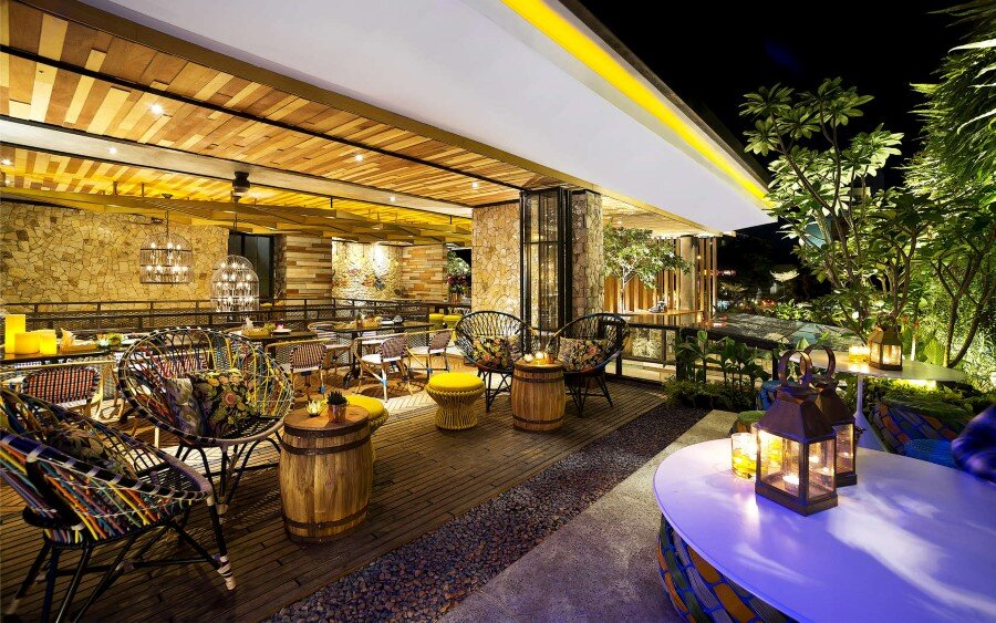 Lemongrass Restaurant Has a Modern Tropical Architecture (29)